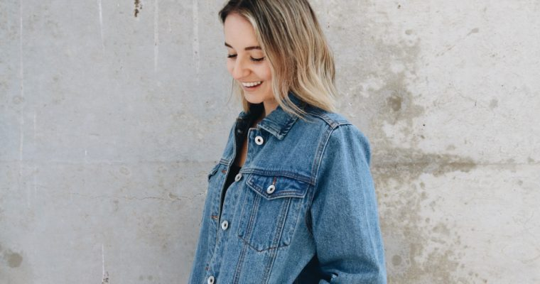 5 REASONS YOU NEED AN OVERSIZED DENIM JACKET